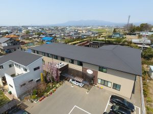 伊勢崎市有料老人ホーム楽久陽・ケアマンション国定・施設のドローンによる空撮